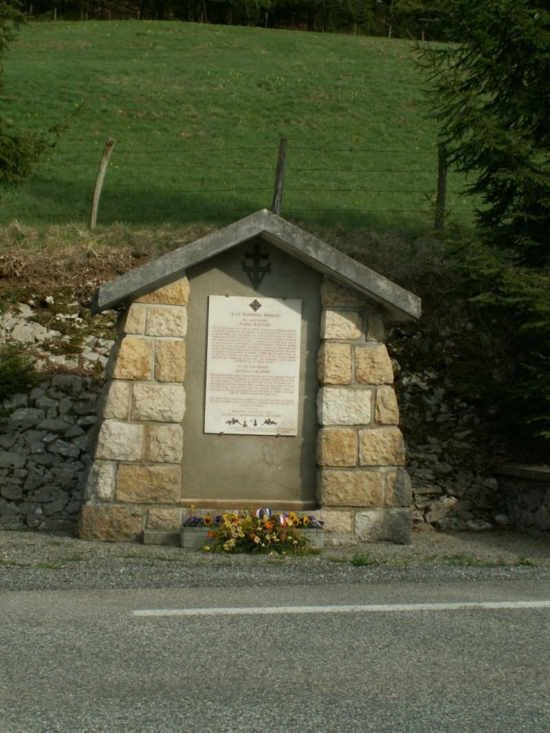Monument des GLIERES Pict0621