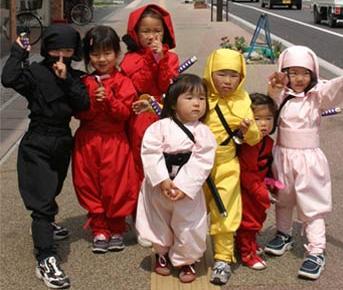 Ninjas têm passagem gratuita em trem no Japão Ninjas10