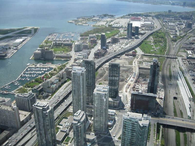Toronto / City Centre Airport - (TCCA) - (YTZ / CYTZ) Img_3111