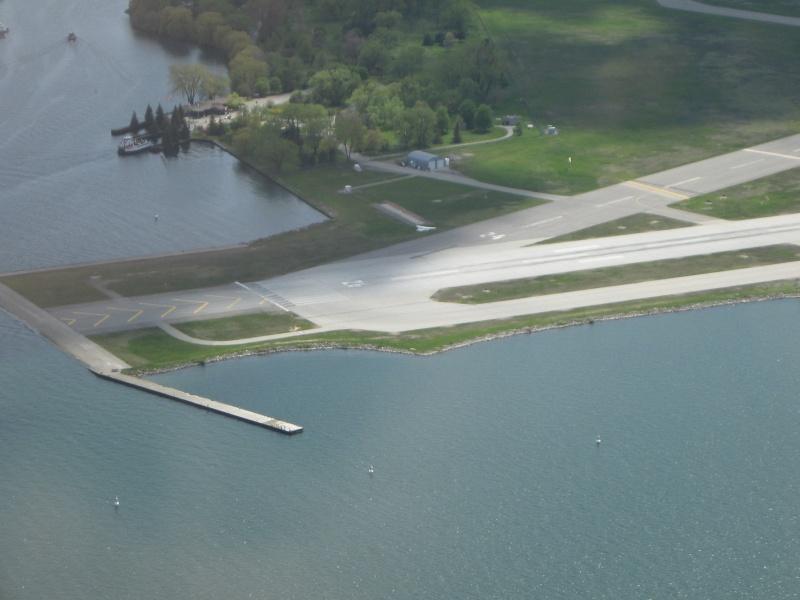Toronto / City Centre Airport - (TCCA) - (YTZ / CYTZ) Img_3116
