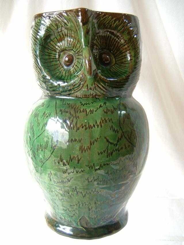Farnham Pottery (Surrey) 00410