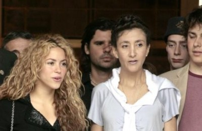 Shakira with Ingrid Betancout (pics) Normal40