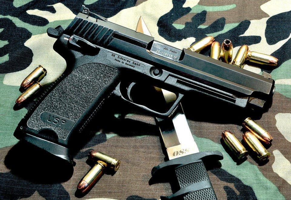 Armes de Poing/ Pistolets/ Armes de Défense Hk_usp10