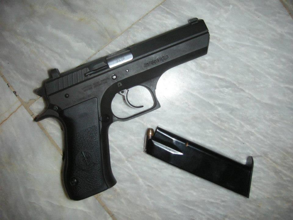 Armes de Poing/ Pistolets/ Armes de Défense The_je10
