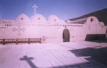 ملف فلاشي يحتوي علي اروع صور متحركة لدير الملاك بجرجا Akhmim10