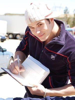 CASTS, signing autographs :D Kellan10