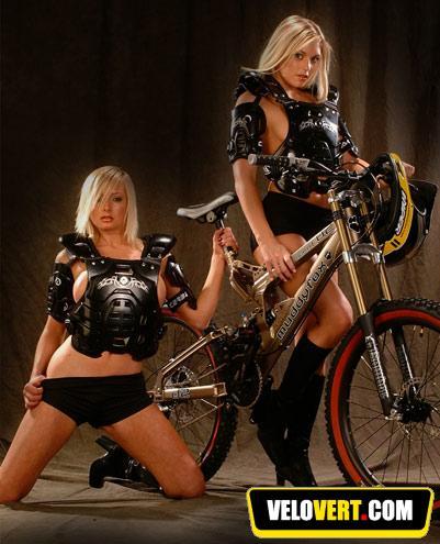 Girls on bike ! 610