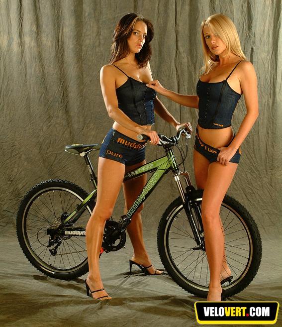 Girls on bike ! 710