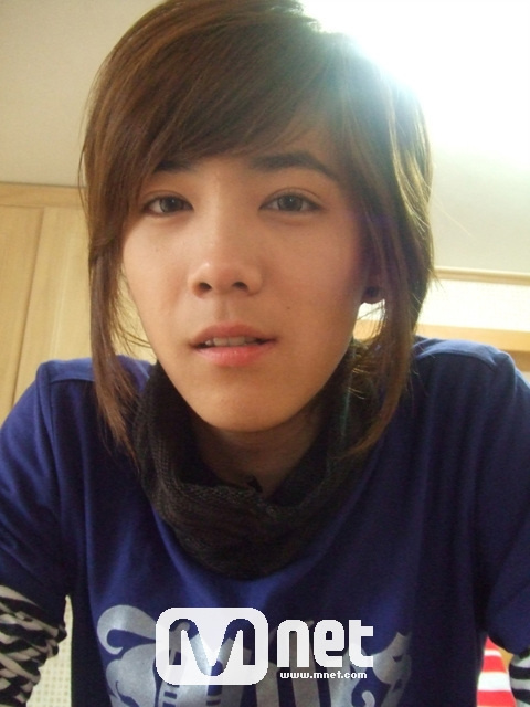 Who looks the most feminine in male bands? Hongki10