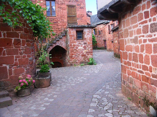 Collonges la rouge en Limousin Rue10