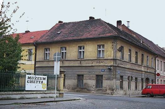 La petite forteresse et le Ghetto de TEREZIN  49-210
