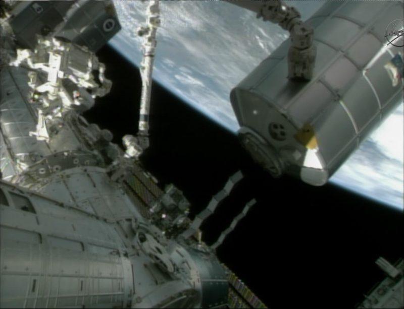 [STS-135] Atlantis: Déroulement de la mission.   - Page 2 1010