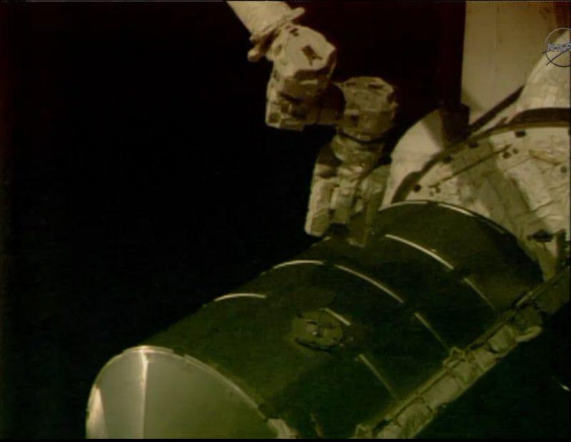 [STS-135] Atlantis: Déroulement de la mission.   - Page 2 210