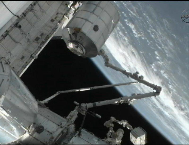 [STS-135] Atlantis: Déroulement de la mission.   - Page 2 910