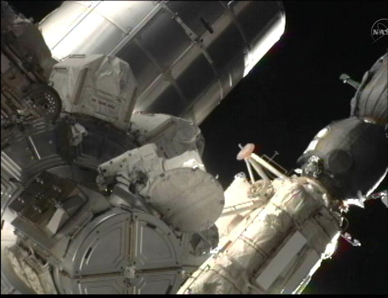 [STS-135] Atlantis: Déroulement de la mission.   - Page 3 Eva1510