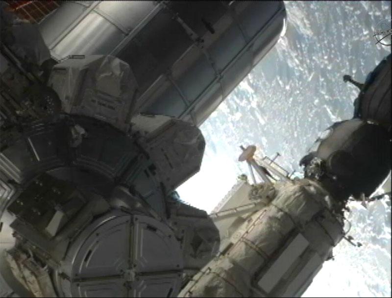 [STS-135] Atlantis: Déroulement de la mission.   - Page 3 Eva1610