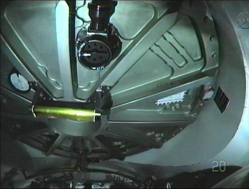 [STS-135] Atlantis: Déroulement de la mission.   - Page 3 Eva1710