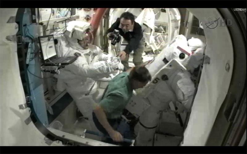 [STS-135] Atlantis: Déroulement de la mission.   - Page 3 Eva1810