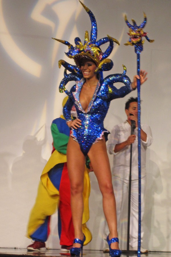 Miss Universe 2011 National Costumes 8x50g810
