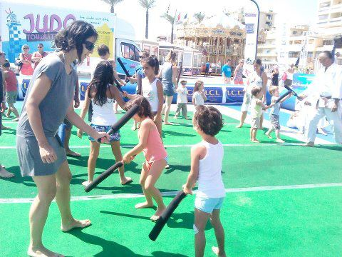 """Le """"judo tour littoral 2012"""" se ridiculise sur les plages de France !  Judo_p10"""