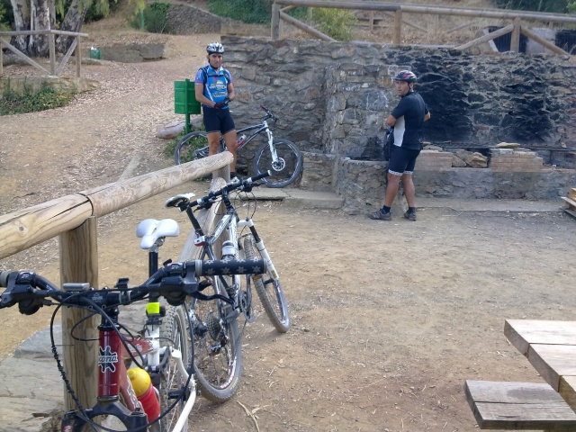 Paseo por los montes y regreso por jotron,verdiales,castañon 16102011