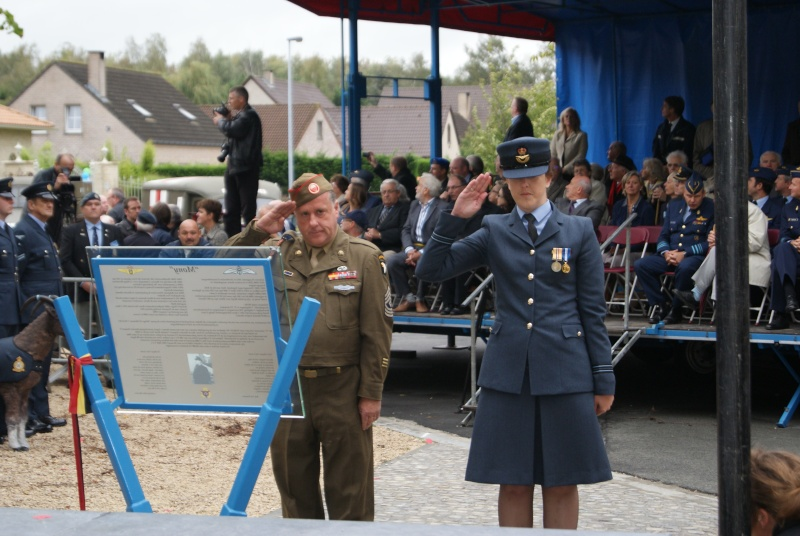 Inauguration monument Major Remi Van Lierde - 08 septembre 2011 Dsc00417