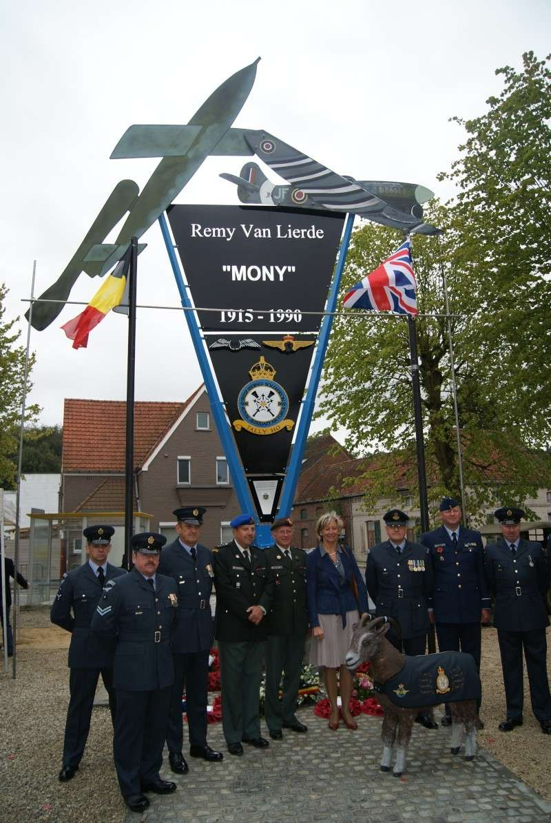 Inauguration monument Major Remi Van Lierde - 08 septembre 2011 Dsc00418