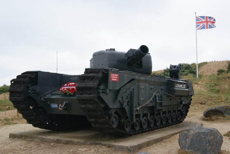 Monument WW2 - Graye sur Mer ( Normandie ) Dsc06816