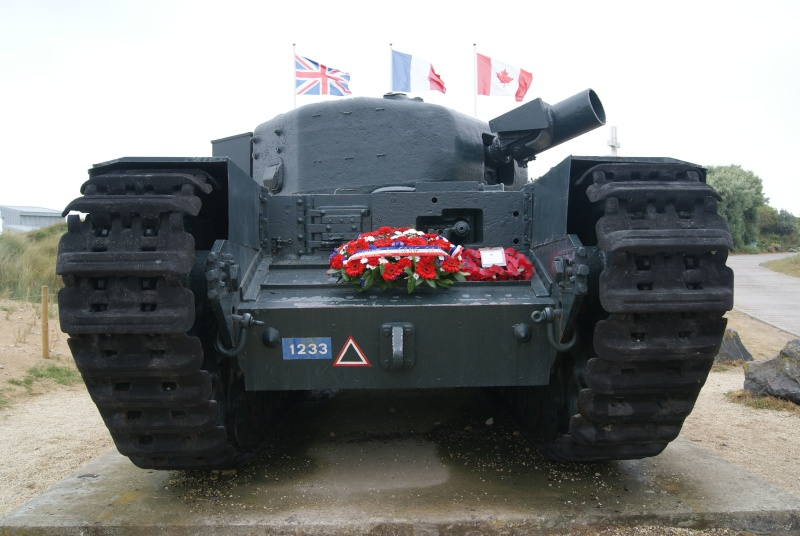 Monument WW2 - Graye sur Mer ( Normandie ) Dsc06818