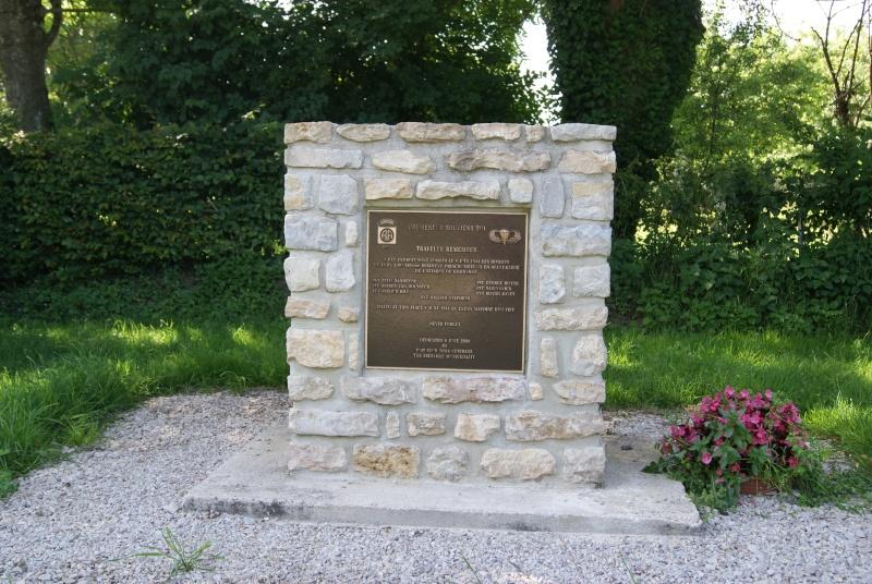 Monument WW2 - Fresville ( Normandie ) Dsc08813
