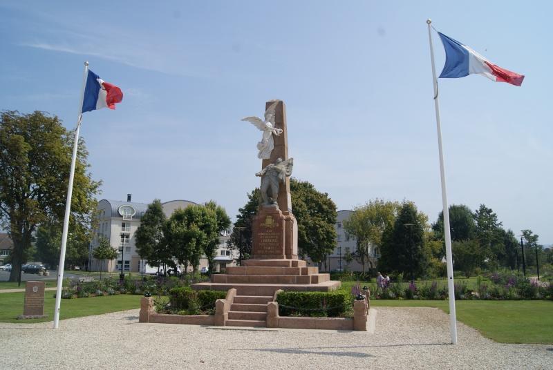 Monuments WW2 dédiés à la Brigade Piron. ( Normandie ) Dsc09923