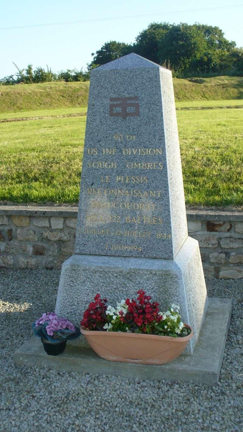 Monument WW2 - Le Plessis-Lastelle ( Manche - Normandie ) P1080425
