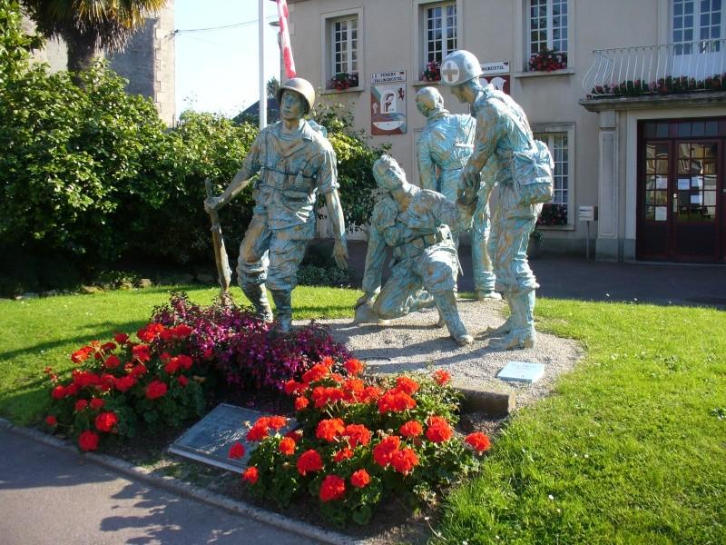 Monument WW2 - Périers ( Manche - Normandie ) P1080512