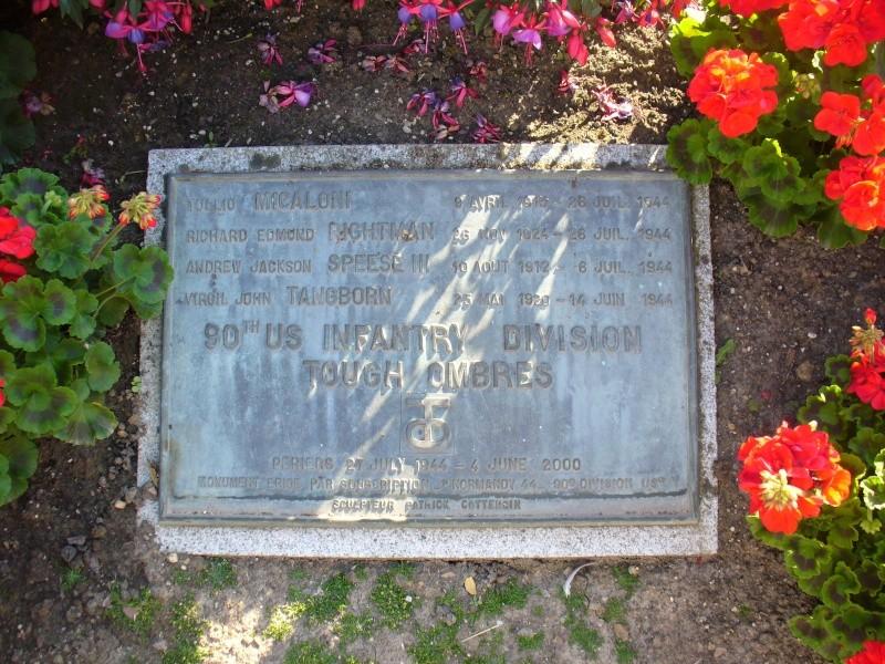 Monument WW2 - Périers ( Manche - Normandie ) P1080513