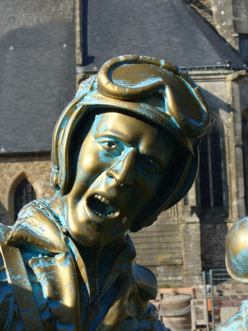 Monument WW2 - Périers ( Manche - Normandie ) P1080517