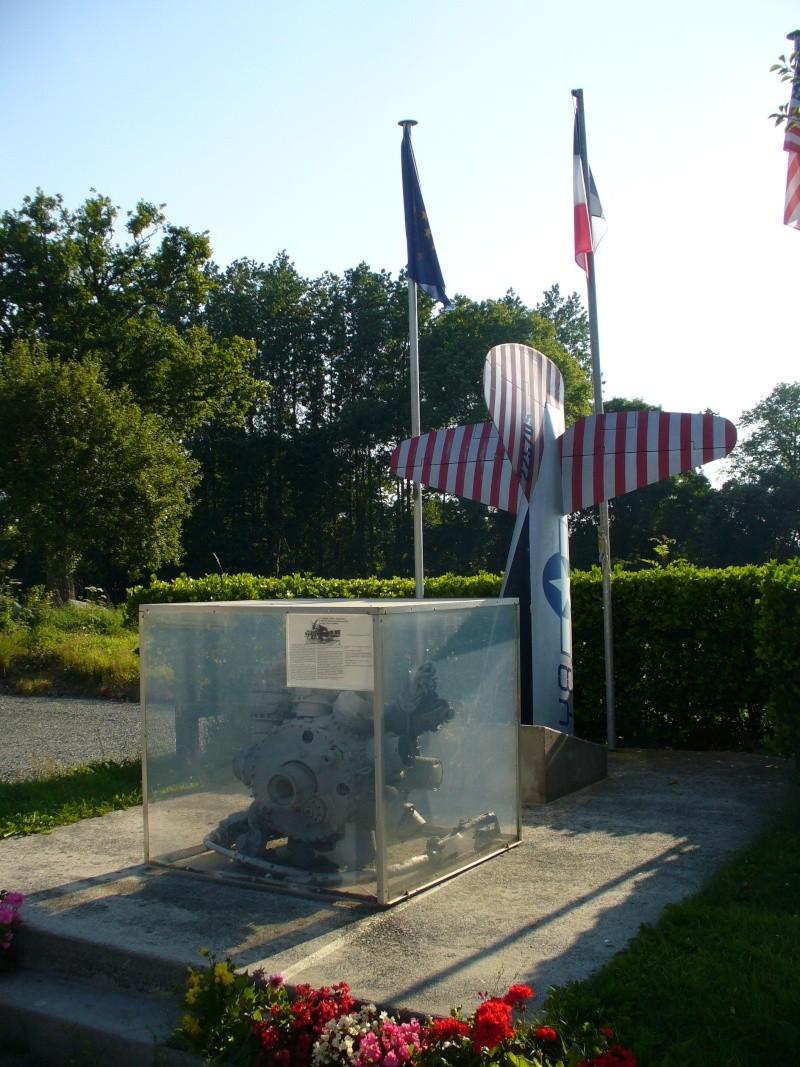 Monument WW2 - Le Mesnilbus ( Manche - Normandie ) P1080524