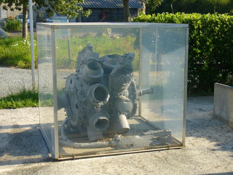 Monument WW2 - Le Mesnilbus ( Manche - Normandie ) P1080528