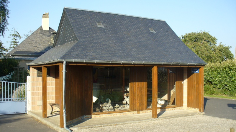 Monument WW2 - Marchésieux ( Manche - Normandie ) P1080530