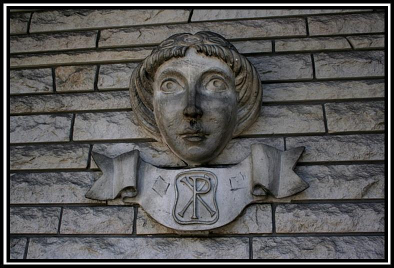 encore sur le mur de l'église E0110