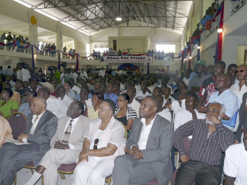 A thousand supporters fete former Haiti leader Fet-ti10