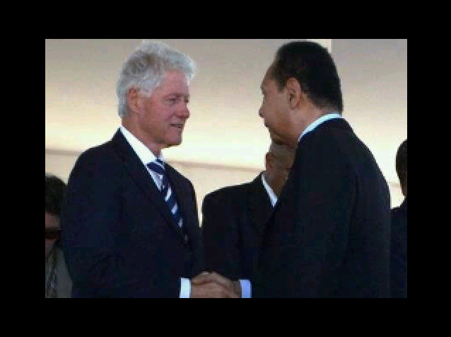 clinton - Bill Clinton is comfortable posing for pictures with Jean-Claude Duvalier- Why? Screen10