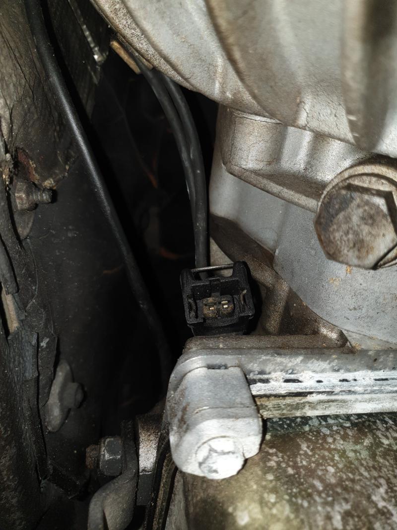 [BMW Coupé E.31 850 i Bva M.70 V.12 année 1990] Prise débranchée près du convertisseur Photo_10