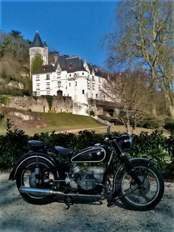 Photos de vous et de votre moto devant ....un château  - Page 18 P_201910