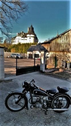 Photos de vous et de votre moto devant ....un château  - Page 18 P_201911