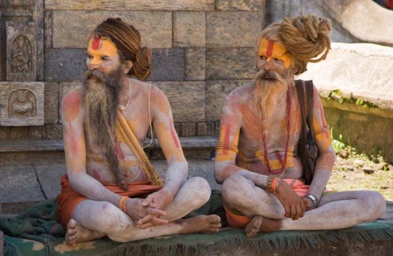 maitre hindou semi nu ou habillé? Sadhus10