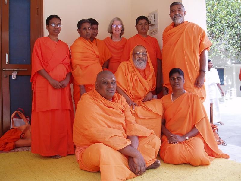 maitre hindou semi nu ou habillé? Swami10