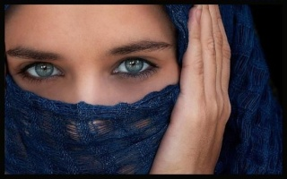 """UNO SGUARDO """"Gli occhi: specchio dell'anima"""" - Pagina 2 Occhi210"""