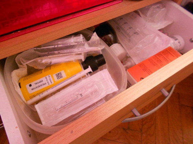 Le kit des essentiels et la trousse à pharmacie /!\ Dscn7622