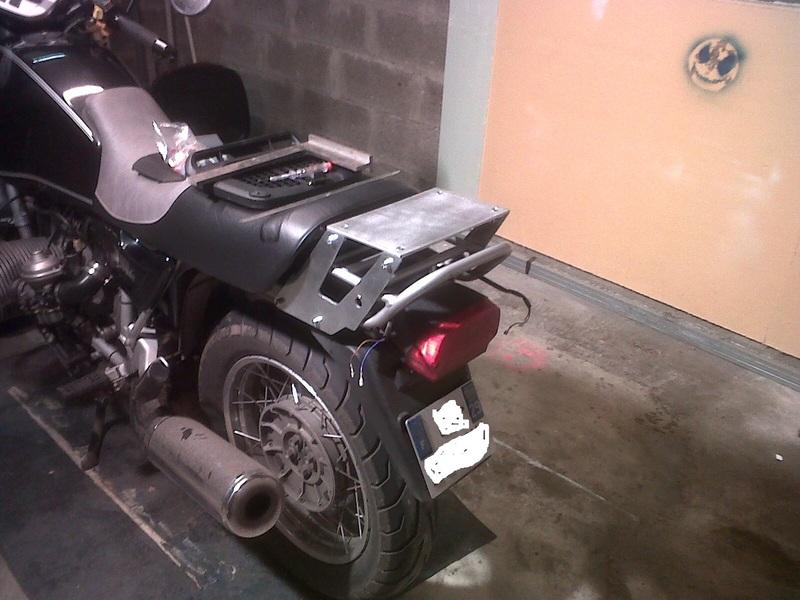 R100R Fabrication d'un porte bagages pour topcase Porteb10