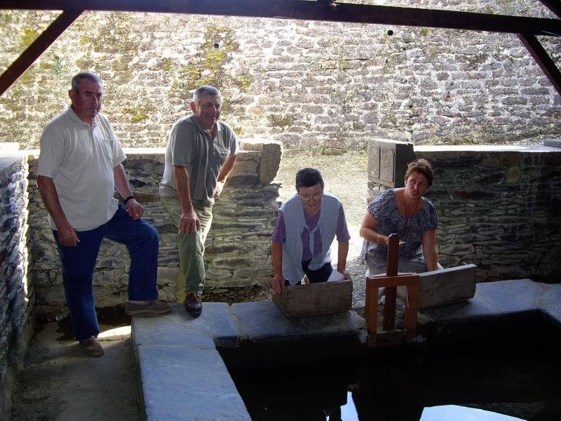 Le lavoir de Brasparts visité par les enfants de l'école Sainte Thérèse Imgp7421